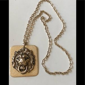 Lions head necklace/pendant, gold tone